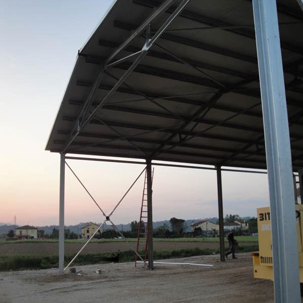 lavorazione di un maneggio coperto struttura in ferro zincato copertura tetto ultimata