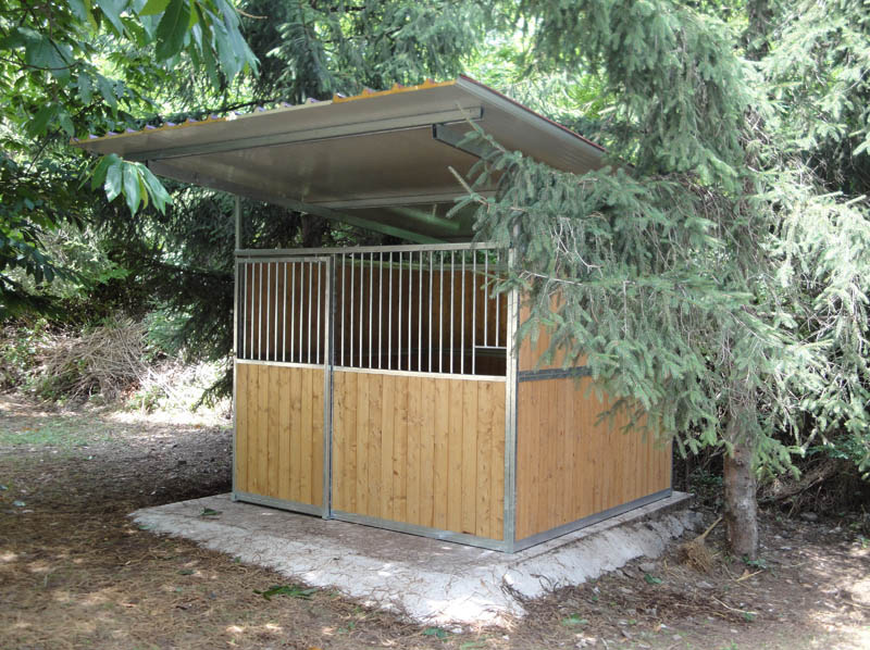 box per cavalli in legno e ferro zincato copertura a sandwich